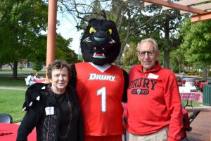 Alumni enjoy a family picnic with Pouncer on Kellogg Green.